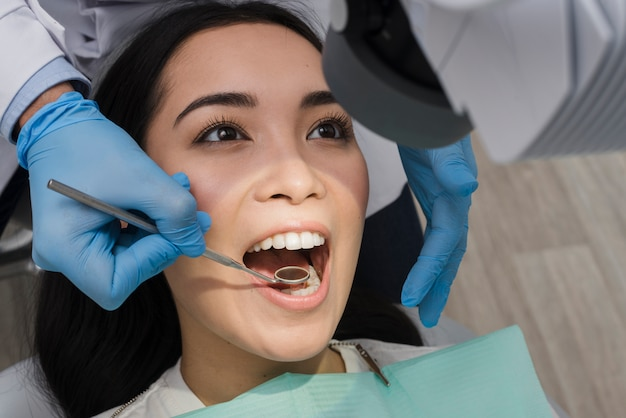 Mulher, em, a, dentista