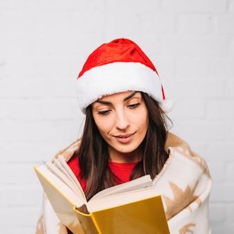 Mulher, em, chapéu partido, livro leitura