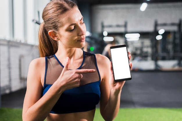 Mulher, em, ginásio, com, smartphone, modelo