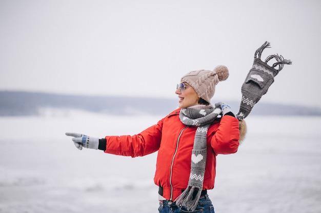 Mulher, em, inverno, exterior, por, a, lago