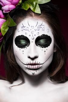 Mulher em maquiagem de halloween