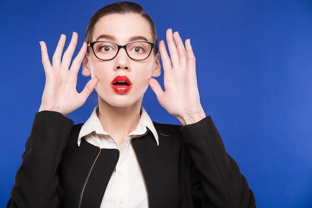 Mulher, em, óculos, com, passe perto, rosto