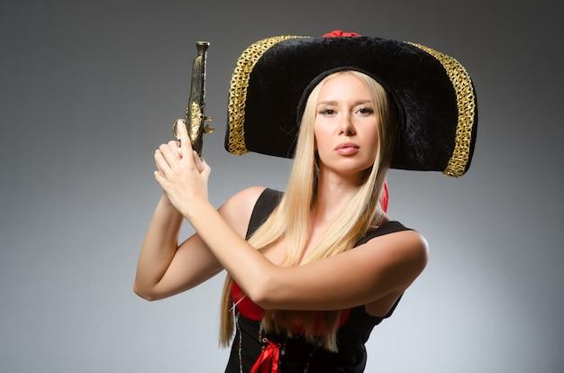 Mulher, em, pirata, traje