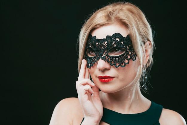Mulher, em, pretas, carnaval, máscara