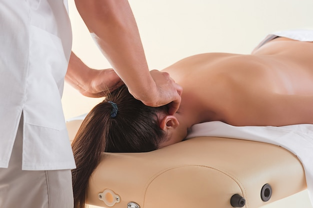 Mulher, em, salão massagem