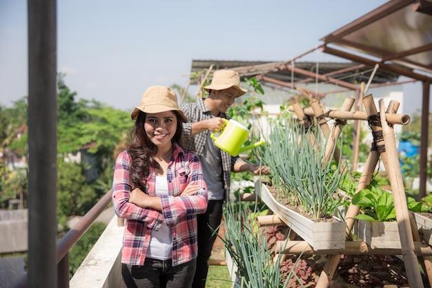 Mulher em sua fazenda