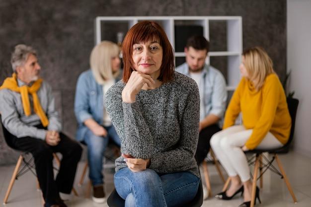Mulher em terapia de grupo