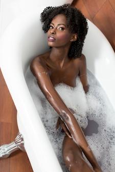 Mulher, em, um, banheira