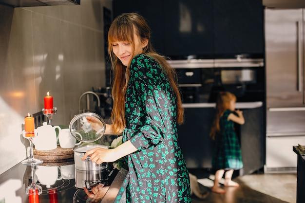 Mulher, em, um, cozinha