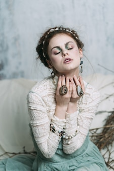 Mulher em um olhar suave de conto de fadas