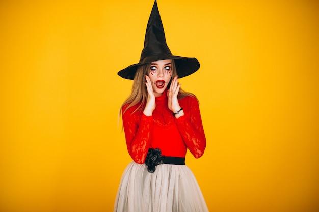 Mulher em uma fantasia de halloween