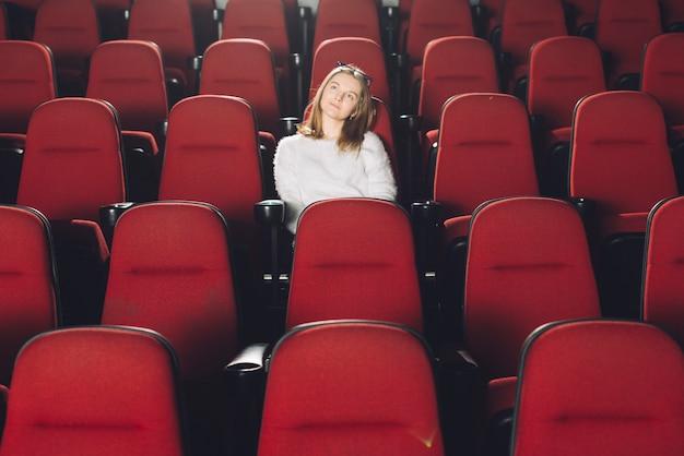 Mulher, em, vazio, cinema, auditório