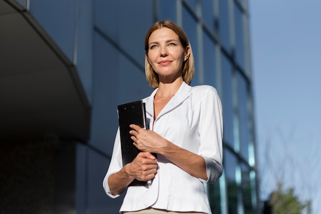 Mulher empreendedora confiante