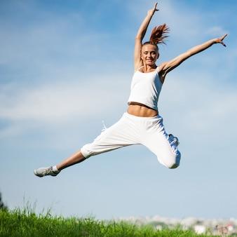 Mulher envolvida em fitness