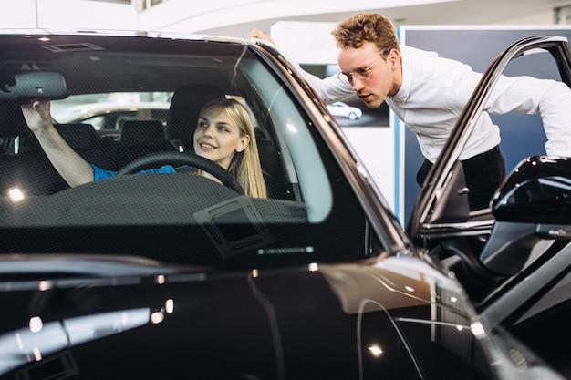 Mulher, escolher, car, car, showroom