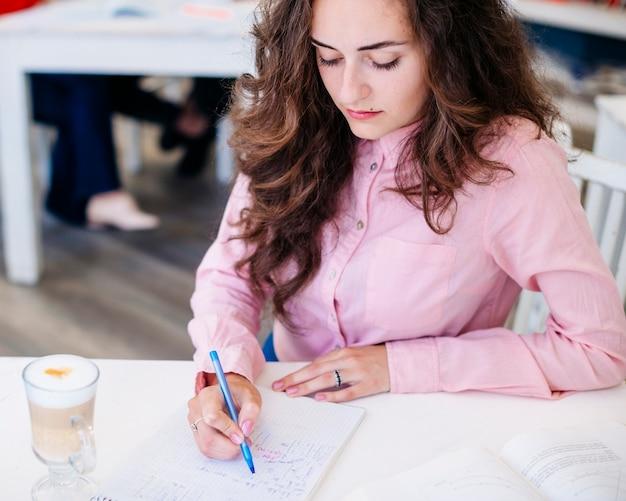 Mulher, escrita, caderno, tabela