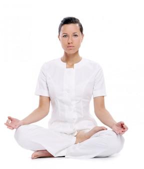 Mulher esporte fazendo exercícios de ioga