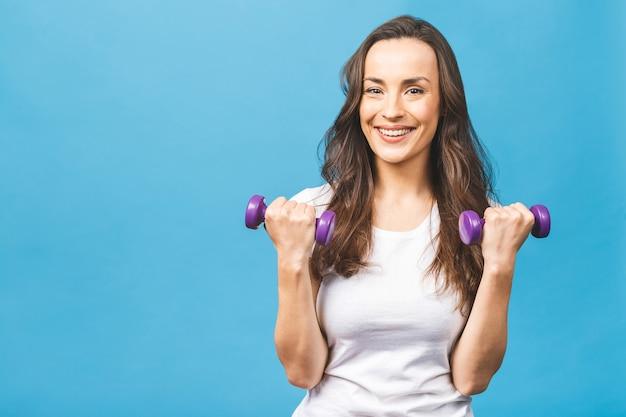 Mulher esportiva fazendo exercícios