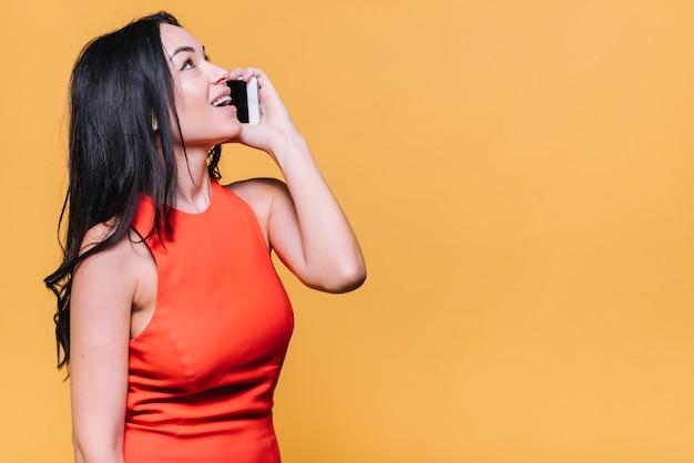 Mulher, falando, por, telefone