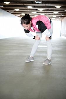 Mulher fazendo esportes ao ar livre