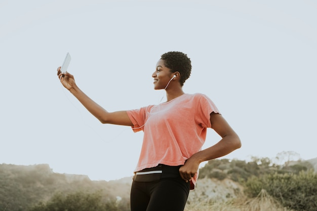 Mulher, fazendo, levando, um, selfie