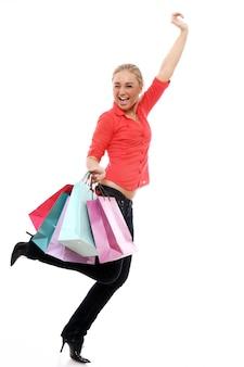 Mulher feliz com sacolas coloridas
