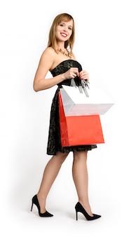 Mulher feliz com sacolas de compras