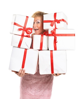 Mulher feliz com um presente