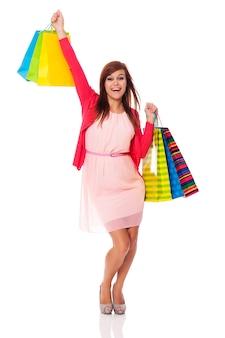 Mulher feliz de compras de sucesso