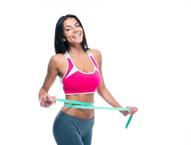 Mulher fitness com fita métrica