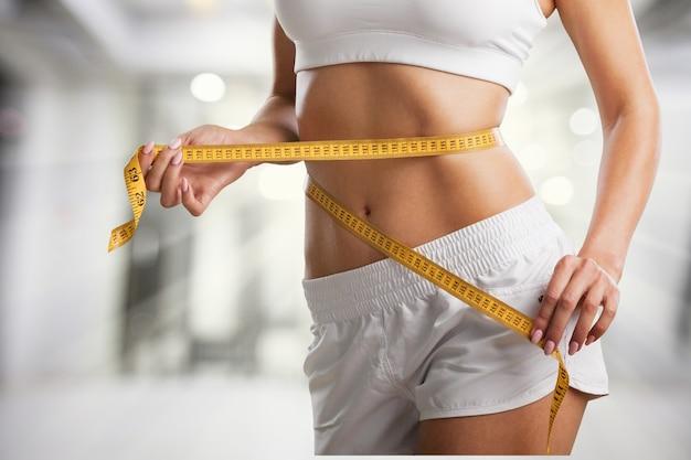 Mulher fitness perda de peso, corpo magro, conceito de estilo de vida saudável