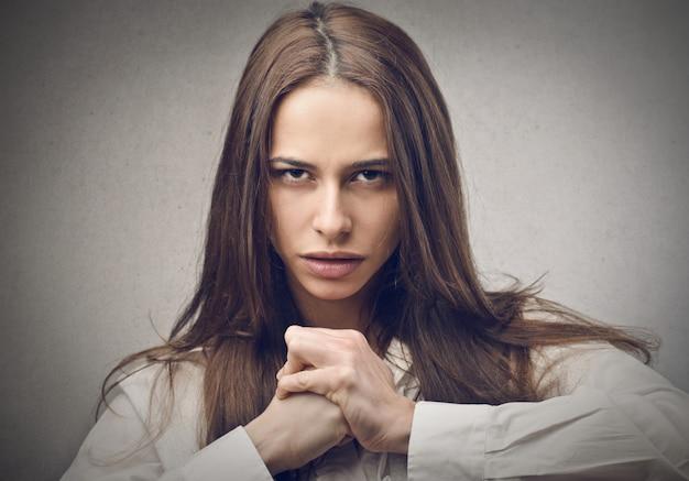 Mulher forte com raiva