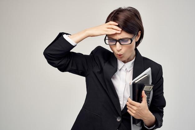 Mulher gerente, secretária, escritório executivo, luz de fundo