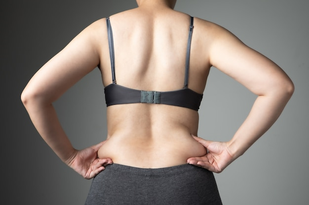 Mulher gorda celulite barriga saudável