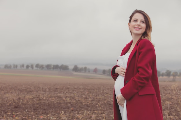 Mulher grávida, em, campo
