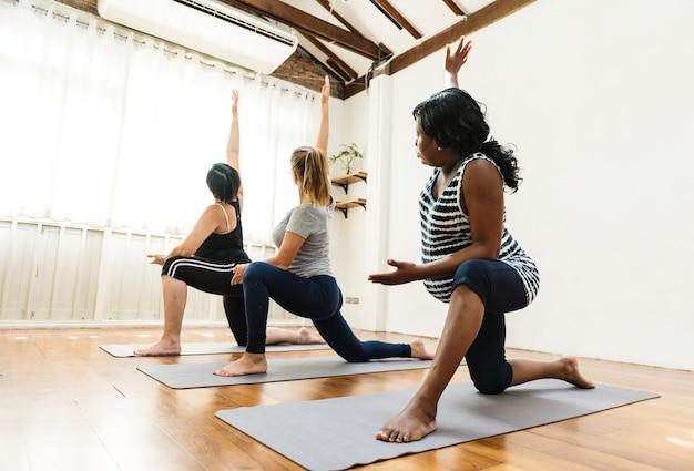 Mulher grávida, em, classe ioga