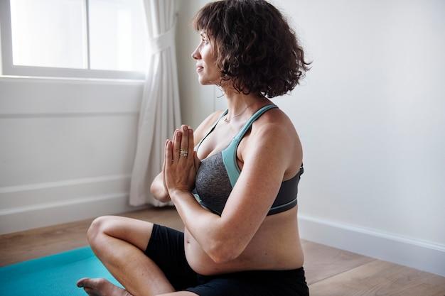 Mulher grávida, fazendo, luz, exercício