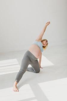 Mulher gravida que tem um estilo de vida saudável