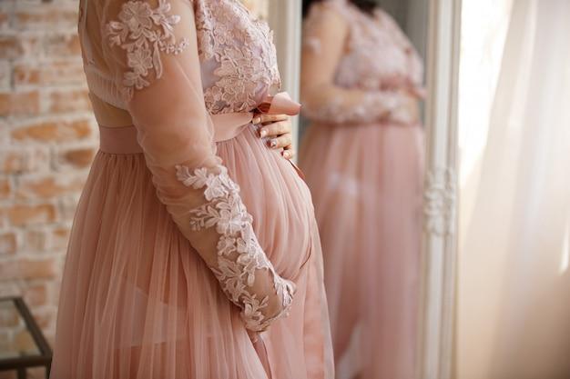 Mulher grávida, segurar passa, dela, barriga