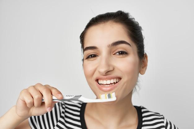 Mulher, higiene, dentes, limpeza, cuidados, saúde, isolado, fundo