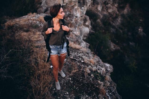 Mulher, hiking, montanhas