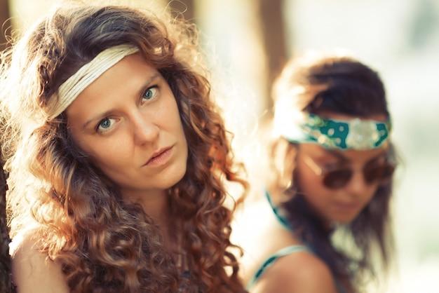 Mulher hippie bem livre