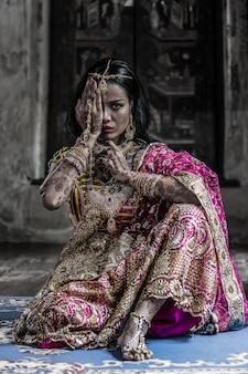 Mulher indiana, em, vestido tradicional