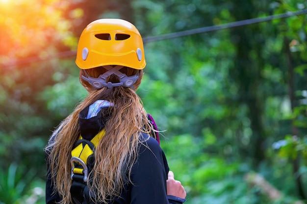 Mulher, indo, selva, tirolesa, aventura