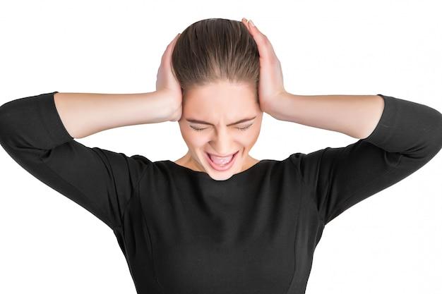 Mulher irritada gritando