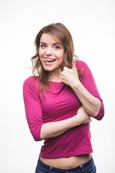 Mulher jovem, aderindo, dela, língua, mostrando, polegar cima, sinal