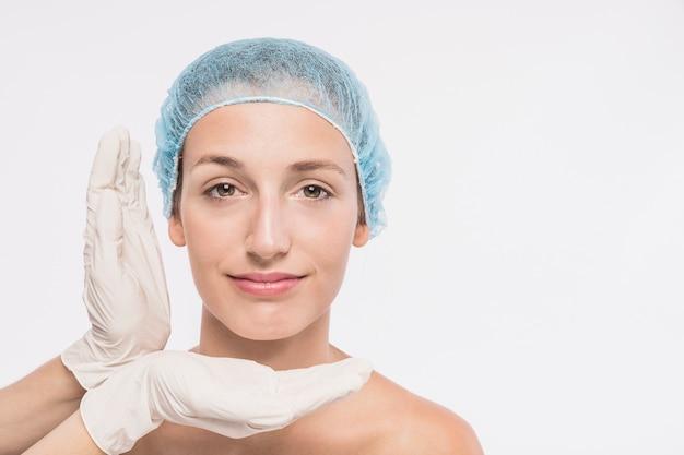 Mulher jovem, antes de, injeção médica