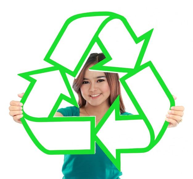 Mulher jovem asiática, segurando, sinal reciclar