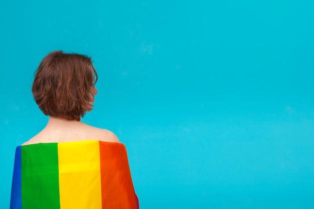 Mulher jovem, cobertura, com, lgbt, bandeira orgulho