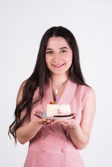 Mulher jovem, com, bolo aniversário